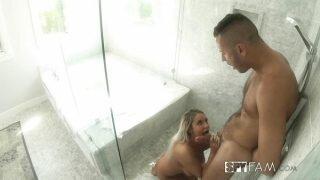 Teyzesini duşta sikiyor Hd porno